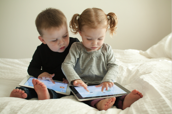 kids-on-ipad